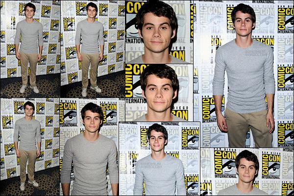 19/07/13 Dylan O'brien s'est rendu au Comic-Con de San Diego pour la press room de la série Teen Wolf. Les événements de la Comic-Con s'enchaînent pour Dylan, c'est d'ailleurs le dernier. J'adore cette tenue pourtant très simple, un joli top.