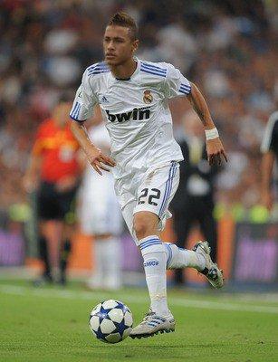 Neymar suit les trace de Robinho !