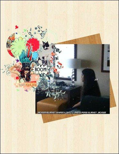 2011 Photo personnelle de Blanket. Photo de Blanket regardant la télé dans le salon à San Diego, photo prise par Paris, surement grâce à son téléphone portable.
