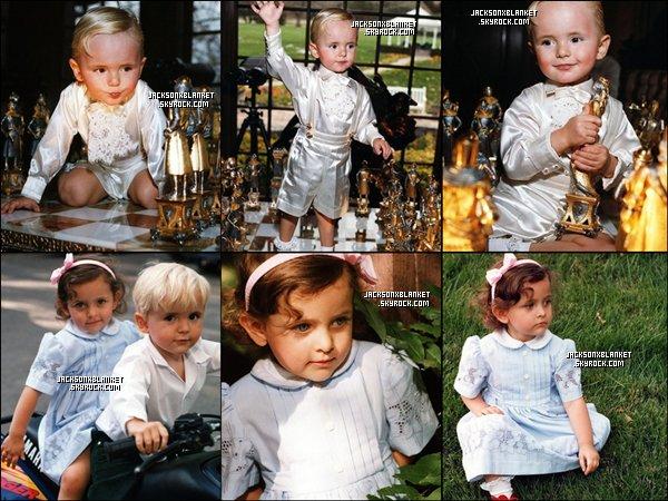 1998&2001 Shoot photo à Neverland. De nouvelles photos provenant de différents shoot viennent de paraître, Prince en 1998 dans Neverland Valley, puis sur le jeux d'echec de son Daddy & Paris et Prince en 2001. Pour voir les photos en HQ et sans tags c'est par là !