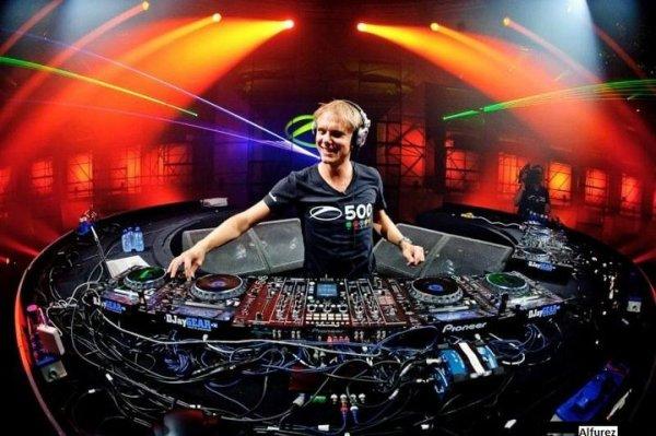 Armin van Buuren -_- A State of Trance épisode 521 (2011.08.11)