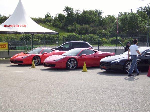 le week end dernier stage de pilotage sur circuit au volant d une Porche bis turbo et Ferrari quel pied !!!!!!!!