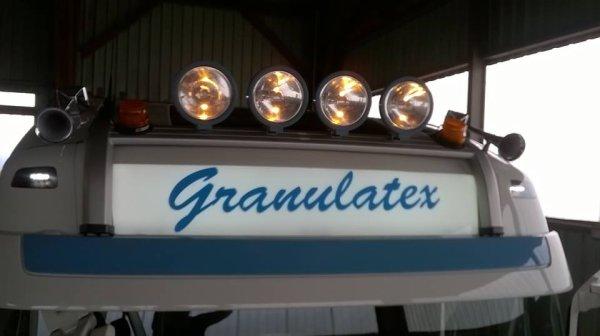 qui dit nouveau camion, dit plein de modif,veilleuses suplementaire et colage sur l enseigne du nom de l entrprise