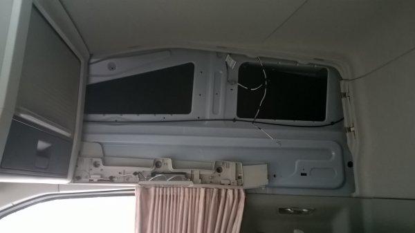 demontage du plafond pour le capitonner et mise en place du cablage pour la TV