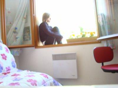 moi dans ma chambre fati. Black Bedroom Furniture Sets. Home Design Ideas