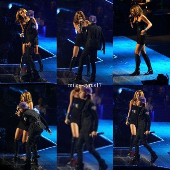 Miley performant avec Justin au Madison Square Garden à New York ce 31 aout 2010.