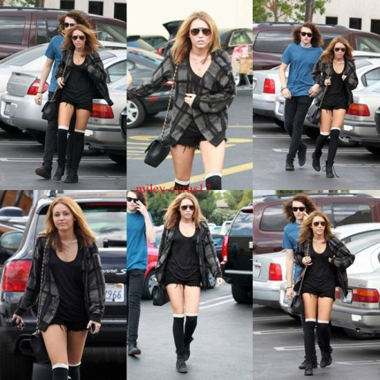 Miley et son frère Braison à Studio city à Los Angeles le 9 septembre 2010.