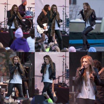 Miley a donné hier le 20 novembre 2010 un concert en plein air à l'occasion de l'ouverture d'un magasin Microsoft à Bellevue (Washington). Elle a chanté 6 chansons « Can't Be Tamed », « Robot », « The Driveaway », « Jolene », « Who Owns My Heart » et « The Climb ».