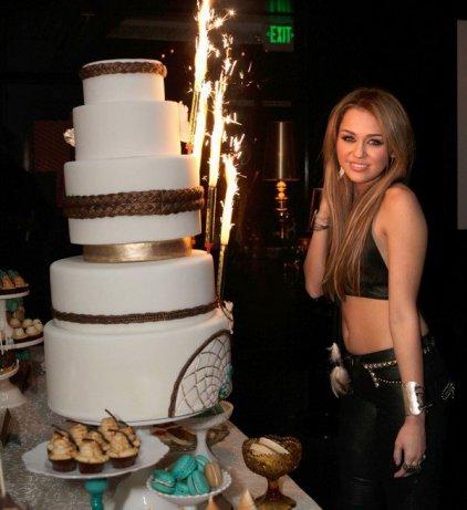 Aujourd'hui 23 novembre c'est un jour important pour Miley car elle fête ses 18 ans. Happy Birthay Miley.