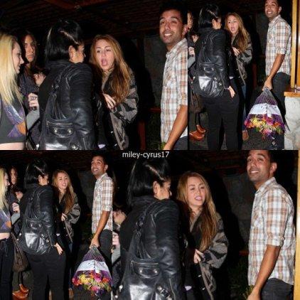 Miley et ses amies à Studio City pour son anniversaire le 23 novembre 2010.