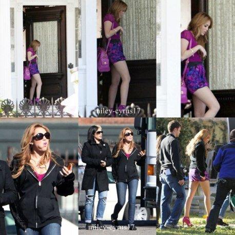 """Miley sur le premiere jour de tournage de son nouveau film """"So Undercover"""" en Louisiane en Nouvelle-Orléans le 13 décembre 2010. J'aime beaucoup sa robe et ses chaussures c'est un top. Votre avis ?"""