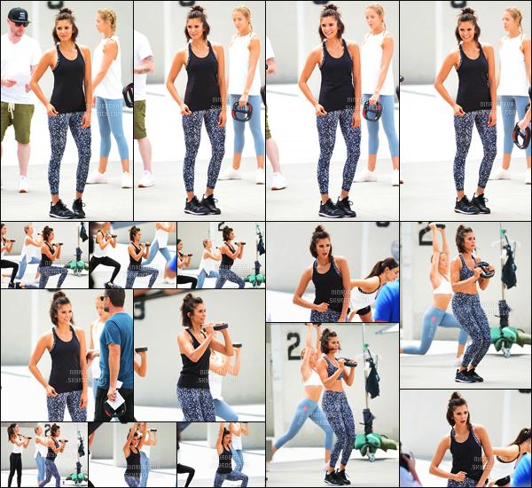 28/06/17: Nina Dobrev a été photographiée entrain de tourner une vidéo pour la marque Reebok - à Venice. La jolie Nina Dobrev est la nouvelle égérie de la marque Reebok, j'ai hâte de voir le résulat - Donnez-moi votre avis en laissant un commentaire
