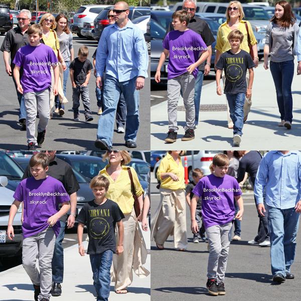 Le 10 Avril 2011, Brooklyn, ses frères et d'autres membres de leur famille son aller visitez un zoo à Los Angeles.