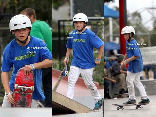 Le 6 Novembre 2010, Victoria Beckham aemmener ses fils au Skate Park.