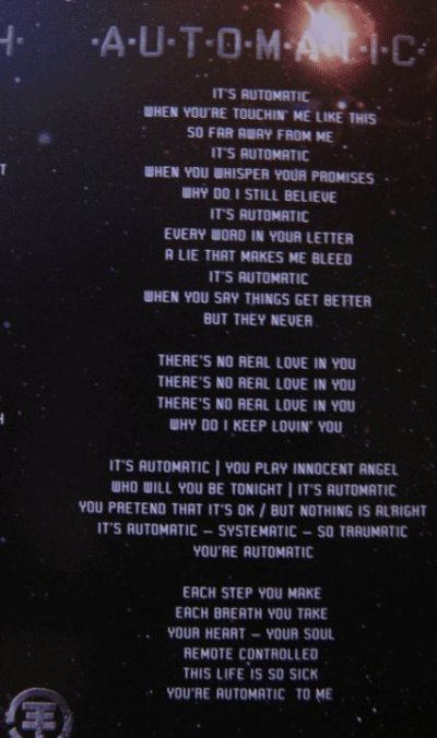 """Le single sorti en Allemagne de la chanson """"Automatisch"""" a des paroles différentes inscrites sur la pochette."""