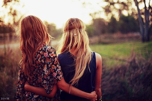 Marie & Sophie.  «L'amitié améliore le bonheur, apaise la misère, double la joie et divise la peine»
