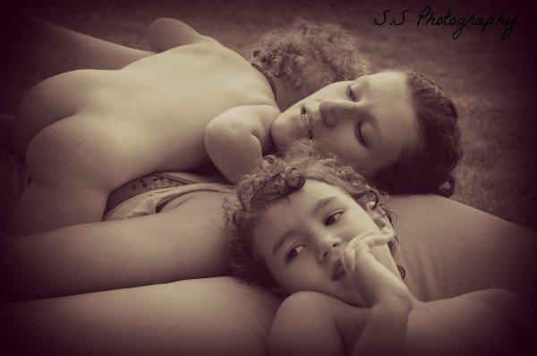 Une mère est un trésor pour l'enfant... Les yeux des mères sont les yeux par lesquels les enfants perçoivent que l'amour existe en ce monde.