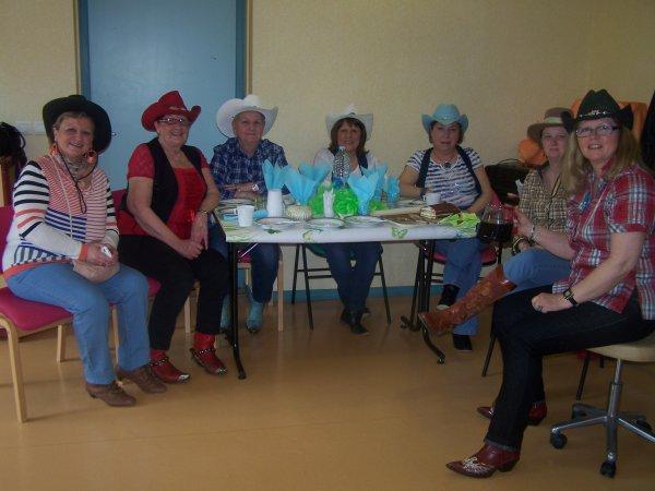 Après-midi récréative à l'EHPAD de Denain, maison de retraite où travaille Nadine, le 12 avril 2013