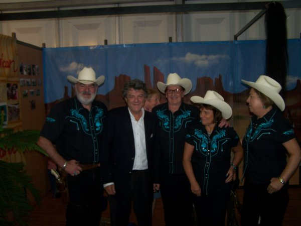 Photo du stand et photo avec notre député actuel Jean Louis Borloo
