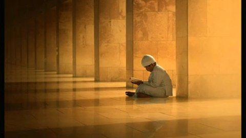 La vie mérite d'être vécu , dit toujours Al-Hamdulillah car tu ne c'est pas ce que te réserve demain.