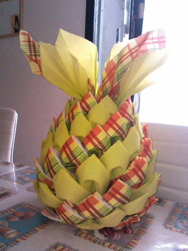 Distributeur de serviettes en forme d'ananas