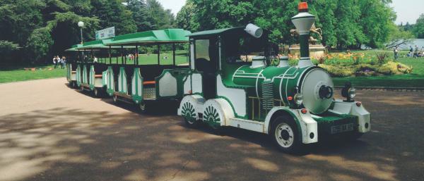 petit train touristique sur pneumatiques, vous permet de découvrir le Parc de la Tête d'Or et ses 117 hectares de superficie de manière conviviale et originale.