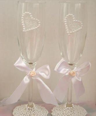 Perles de verres à champagne mariage en blanc-