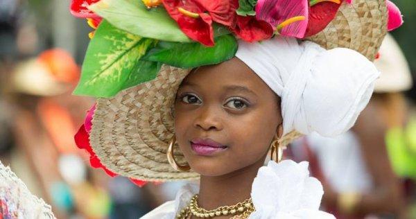 Mesdames, Mesdemoiselles, Messieurs, Ses Majestés les REINES !!! Entrez dans le Royaume du Carnaval et venez encourager les candidates