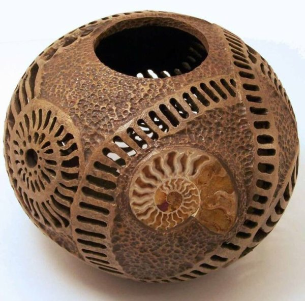 Porte-bougie coquille noix de coco à la main