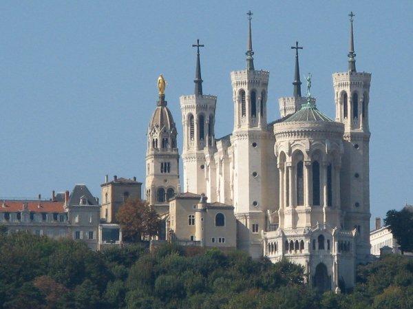 La ville de Lyon!!! Colline et basilique de Fourvière!! Bugnes lyonnaises !!!  Le Métro !!