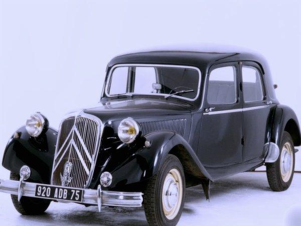 3 Voitures et véhicules anciens de collection toutes marques confondues de 1940 à 1949.