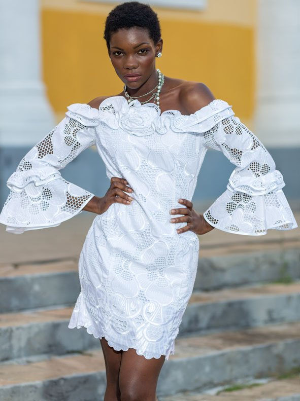 La robe courte  blanche glamour Love