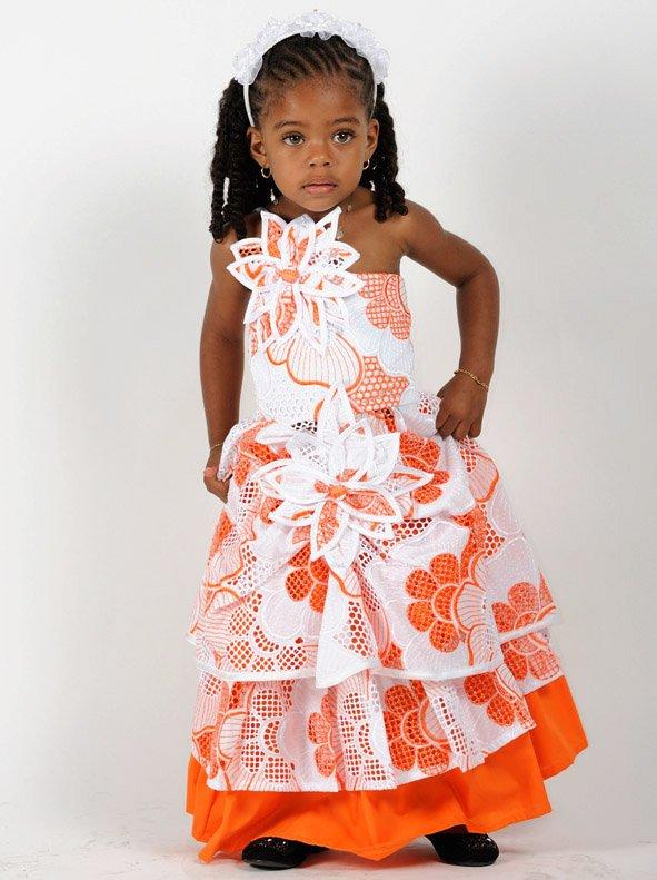 Robe Cérémonie  Fille décor fleuri blanche orange.
