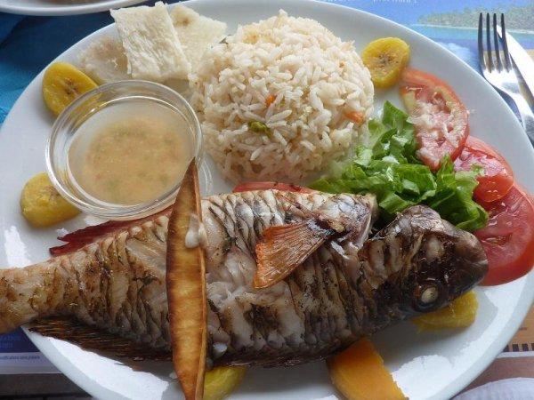 punch rhum vieux !! crabe farcie !! riz poisson grillé !!Mont-Blanc au coco !!