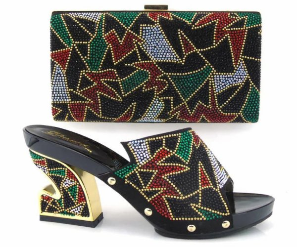 Dame africaine Chaussures Et Sac Assorti