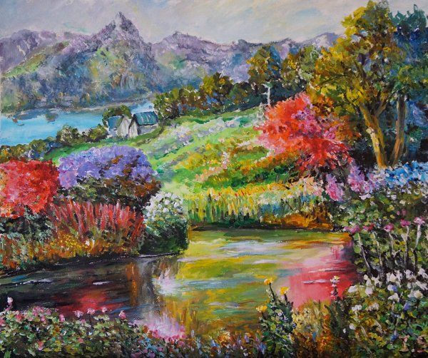 Un étang fleuri près des montagnes