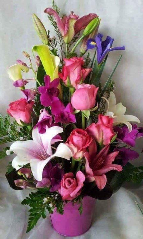 Joli Bouquet De Fleurs Dans Un Vase