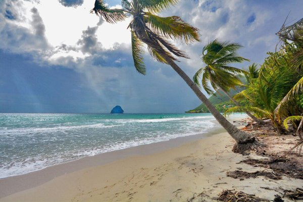 La Grande Anse du Diamant elle aussi est une plage mythique de Martinique