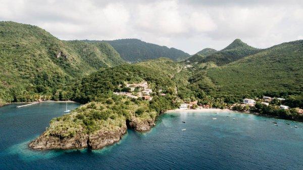 Située jusque à coté de l'Anse Noire, il est également possible d'apercevoir des tortues à l'Anse Dufour.