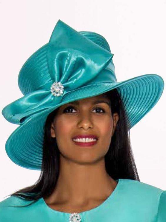 Le chapeau de paille : une valeur sûre pour elle