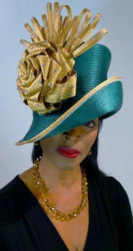 tête à chapeau », c'est tout simplement que vous n'avez pas encore trouvé le bon, la bonne taille, la bonne couleur, le bon style.