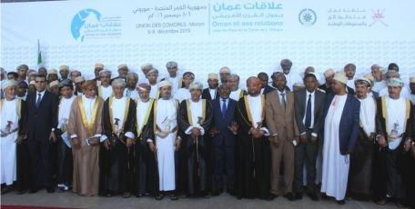 Relations entre Oman et l'Afrique orientale : Les Comores ont emprunté au sultanat d'Oman le système politique et le mode vestimentaire