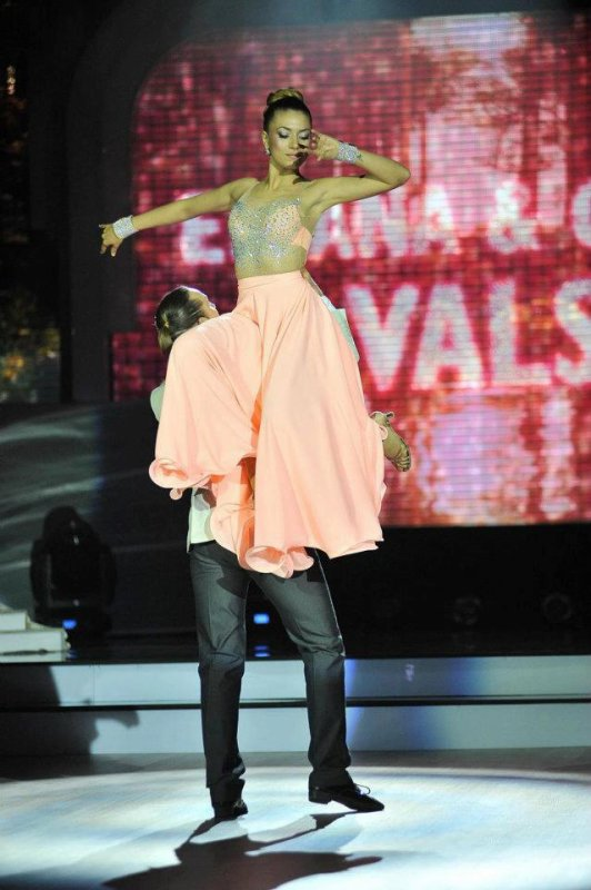 Elvana Gjata - Dancing with the stars Albania -2012