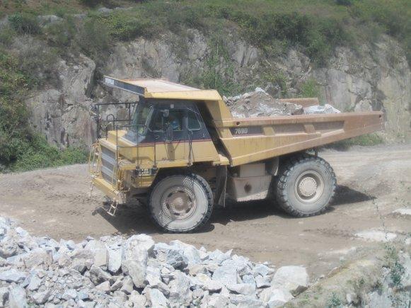 camion CAT 7690 de carrière ( interdit de prendre l'image )
