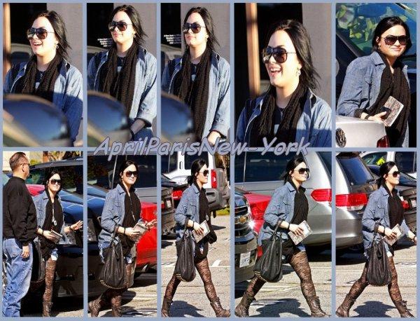 Candids du 31 Janvier : Demi qui se rend à un centre de traitement à Santa Monica