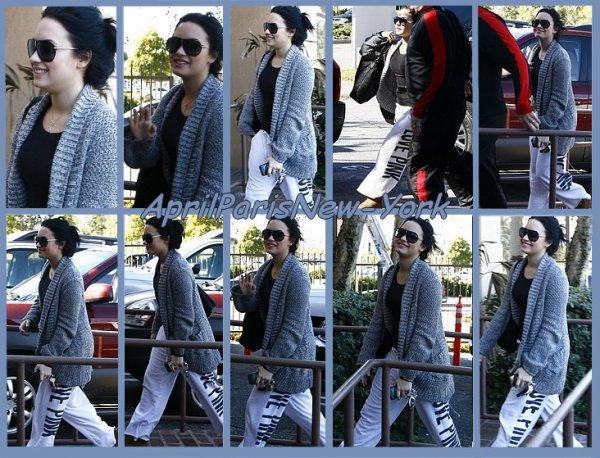 Candids du 2 Fevrier : Demi arrivant à son centre de traitement à Santa Monica