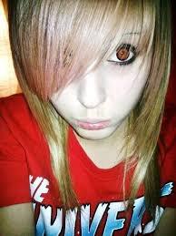 J'ai changé la couleur de mes yeux !!!