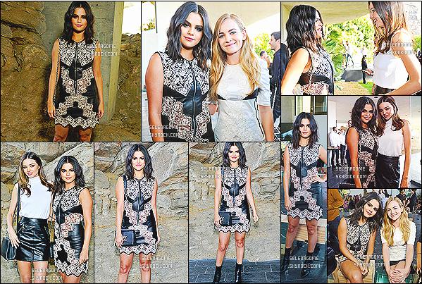 06/05/15 : La sublime Selena Gomez, était présente lors du défilé de mode de Louis Vuitton à Palm Springs!  La jeune femme avait posé avec plusieurs célébrités, dont Brittany Robertson et Miranda Kerr. Selena était ravissante dans sa belle tenue de cuir.