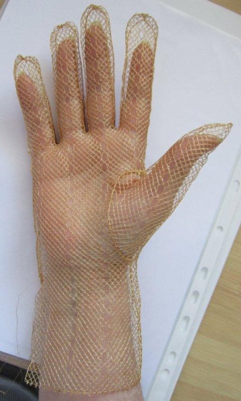 Les gants en fil d'or (suite 23)