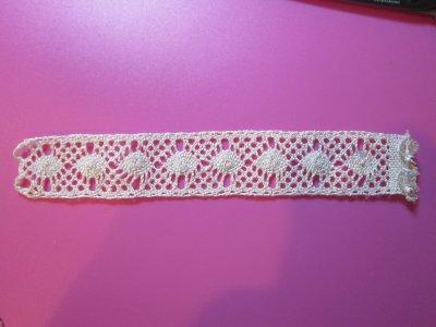 Un bracelet en dentelle